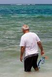 старший гражданина snorkeling Стоковые Изображения RF
