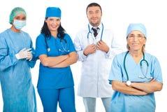 Старший доктор с молодой командой докторов Стоковая Фотография