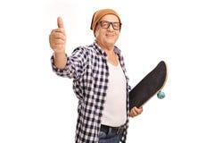 Старший конькобежец давая большой палец руки вверх Стоковое Изображение RF
