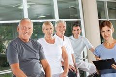 старший людей группы пригодности Стоковая Фотография