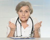 Старший доктор женщины Стоковые Фото