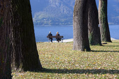 старший пар выбытый отдыхом Стоковое Изображение