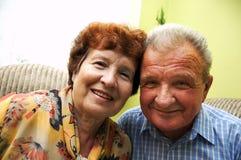 старший пар счастливый усмехнулся Стоковые Изображения RF