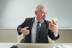 Старший работник белого воротника сбрасывая стресс стоковые изображения rf