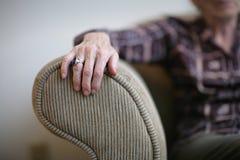 старший руки стоковая фотография