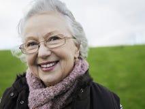 Старший усмехаться женщины Стоковые Фотографии RF