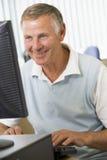 старший человека компьютера стоковая фотография rf