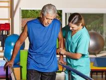 Старший человек делая идущую тренировку Стоковое Изображение RF