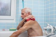 Старший человек купая Стоковая Фотография