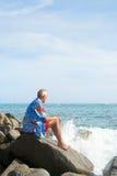 Старший человек на пляже Стоковые Изображения RF