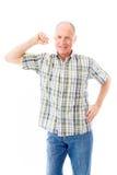 Старший человек показывая его мышцу Стоковые Фотографии RF