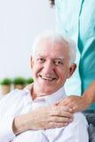Старший человек признательный для заботы стоковые фотографии rf