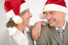старший шлема рождества предпринимателей смеясь над Стоковые Изображения RF