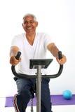 старший riding человека bike Стоковое Изображение