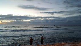 2 старших удить и захода солнца людей Стоковая Фотография RF
