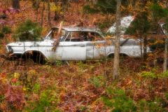 Старые автомобили на горном склоне стоковое фото