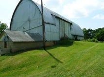 Старые амбар и дом юго-западный Висконсин молока Стоковые Фото