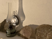Старые лампа и раковины Стоковая Фотография