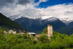 Старые башни и старые каменные дома в горах Стоковое Изображение RF