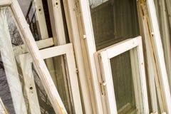 Старые белые оконные рамы Стоковые Фото