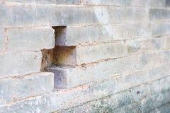 Старые белые стены с крестом на различных тенях Стоковые Изображения