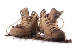Старые ботинки покрытые с почвой Стоковое Фото