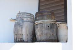 Старые бочонки и кувшин Стоковое Фото