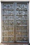 Старые бронзовые стробы Магдебурга собора St Sophia в Veliky Стоковая Фотография