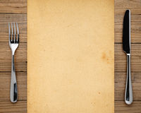 Старые бумага, вилка и нож Стоковое Фото