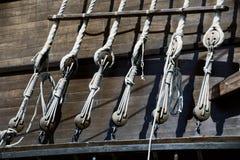 Старые веревочки на корабле Стоковое Изображение RF