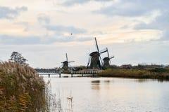 Старые ветрянки в Kinderdijk на восходе солнца, Голландии, Нидерландах, Eu Стоковые Фото
