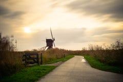 Старые ветрянки в Kinderdijk на восходе солнца, Голландии, Нидерландах, Eu Стоковые Изображения RF