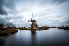 Старые ветрянки в Kinderdijk на восходе солнца, Голландии, Нидерландах, Eu Стоковое фото RF