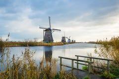Старые ветрянки в Kinderdijk на восходе солнца, Голландии, Нидерландах, Eu Стоковое Изображение