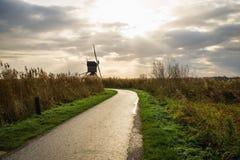 Старые ветрянки в Kinderdijk на восходе солнца, Голландии, Нидерландах, Eu Стоковое Фото