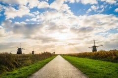 Старые ветрянки в Kinderdijk на восходе солнца, Голландии, Нидерландах, Eu Стоковая Фотография