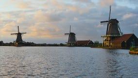 Старые ветрянки, Zaanse Schans, Zaanstad, Нидерланд акции видеоматериалы