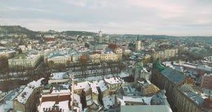 Старые движения 4K летания улицы города сток-видео