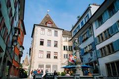 Старые винтажные здания в городке Altstadt Цюрих старом стоковая фотография