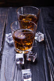 Старые виски и лед Стоковые Фотографии RF