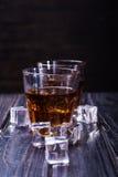 Старые виски и лед Стоковые Фото