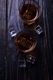 Старые виски и лед Стоковые Изображения
