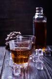 Старые виски и лед Стоковое фото RF
