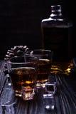 Старые виски и лед Стоковая Фотография RF