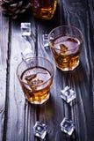 Старые виски и лед Стоковое Изображение