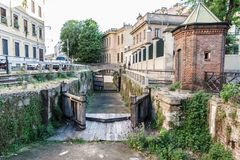 Старые ворот и дома в милане Италия 05 05,2017 Стоковое Изображение