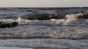 Старые волнорезы в море видеоматериал