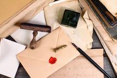Старые времена - сочинительство письма Стоковая Фотография RF