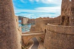 Старые городок и гавань Дубровника стоковые фотографии rf