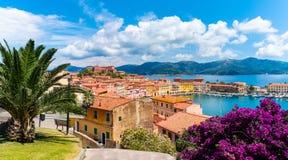 Старые город и гавань Portoferraio, остров Эльбы, Италия стоковые изображения